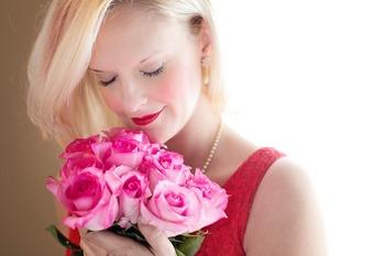 beautiful-woman-1435546_1280.jpg
